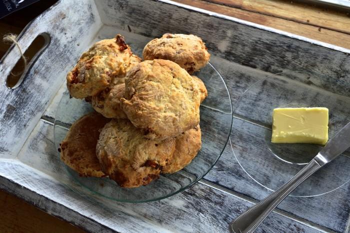 Cheesy Bacon Sun-Dried Tomato scones.  / Сырные Сконы с беконом и вялеными помидорами.